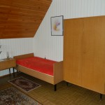 Einzelbett im Wohnzimmer